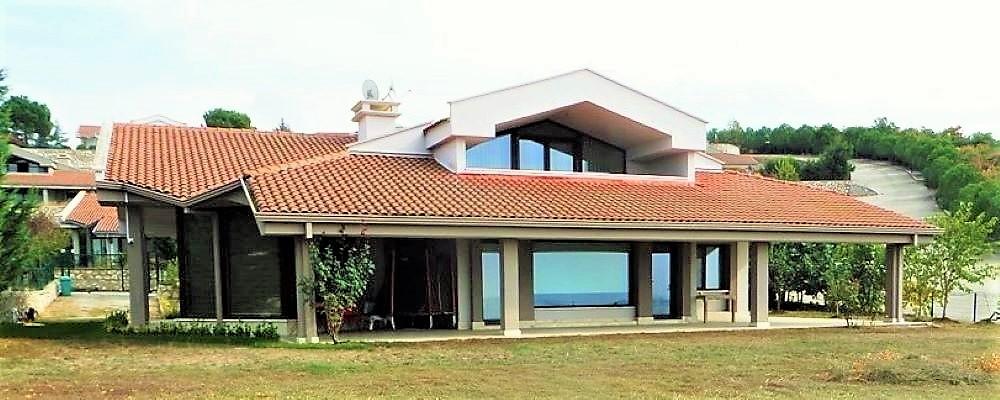 Hasanağa'da Kiralık Site İçi Göl Manzaralı 6+1 Eşyalı Villa